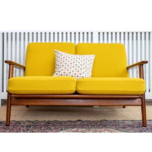 Hans J Wegner sofa model ge233